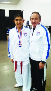 Emilio Flores y el profesor Georgie Martínez.