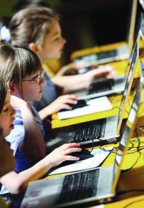 Alrededor de 1.4 millones de norteamericanos de bajos ingresos se han visto beneficiados con el programa de Internet Essentials.