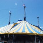 Parte del techo de la carpa donde será el gran show...  (Fotos LPDC por Carmen Appiani).