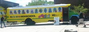 El Auboús de XQ es un autobús escolar remodelado con una pared interactiva, cabina de grabación, y otras características de diseño personalizado y llegó al Tivoli Square en Auraria Campus. (Fotos: LPDC/Mary A. Flores).