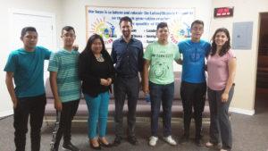 De izq. a derecha: Brayan N. Cordova, Oscar Negrete, Mary A. Flores, Jon, Jose I. Flores, Sebastian Negrete y Gabby Hernández. (Fotos: LPDC/Tony Gabaldon).