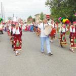 """El grupo de danzantes de """"Nuestra Señora de la Paz"""", de Silverton."""