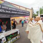 El Padre Lorenzo da la bención a los patrocinadores, entre ellos La Prensa de Colorado.