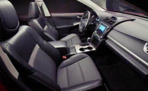 Interiores del 2016 Camry Híbrido XLE.