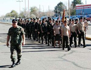 El batallon de jovenes graduados dirigido por su sargento mayor. (Fotos LPDC/Joel R.Flores).