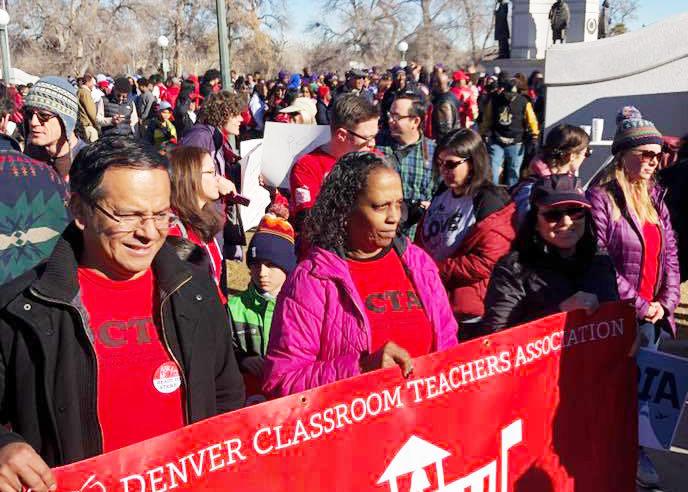 Inminente huelga  de maestros de DPS