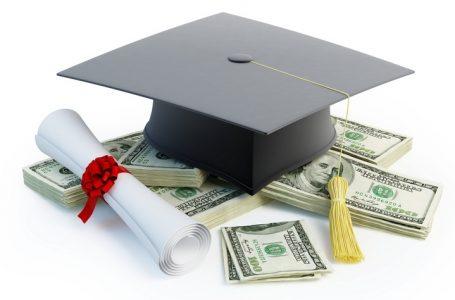 Hablando de becas y grants para estudiantes de colegio