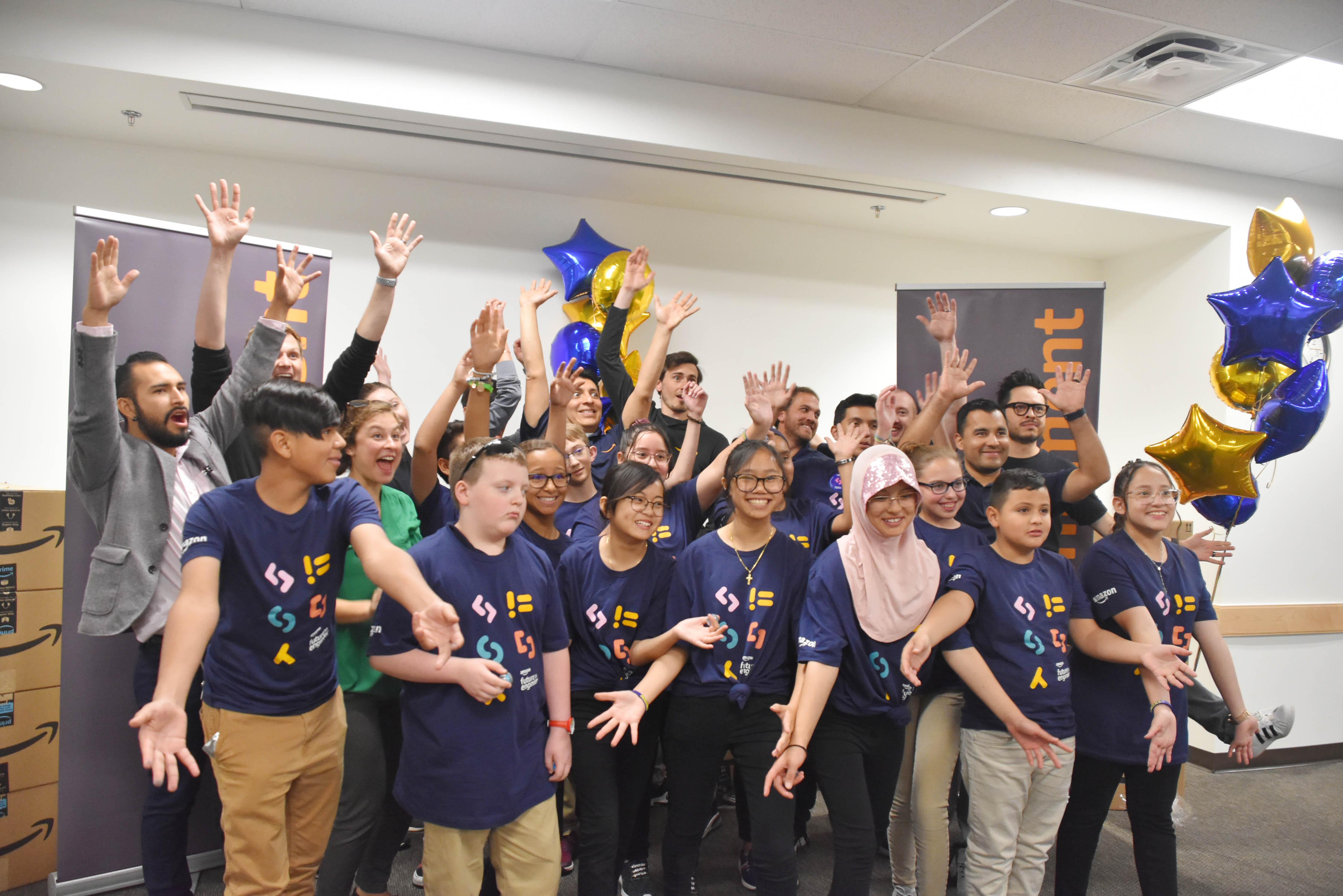 Amazon apoya los programas STEM con donación de $10,000