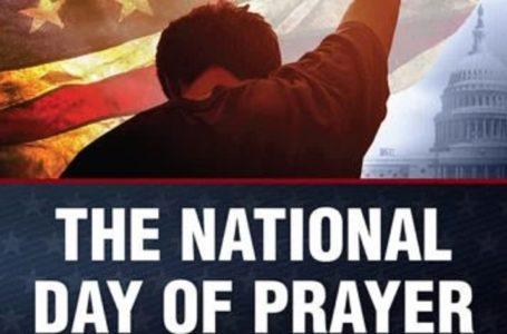 Trump insta a la nación a orar por recuperación y renovación