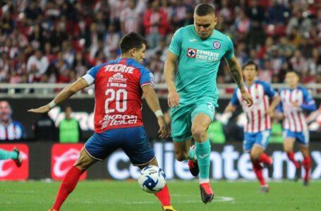Cruz Azul venció a Chivas 2-1