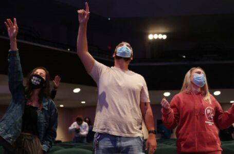 ALTO, diga NO y detenga la prohibición  inconstitucional de cantar en la iglesia