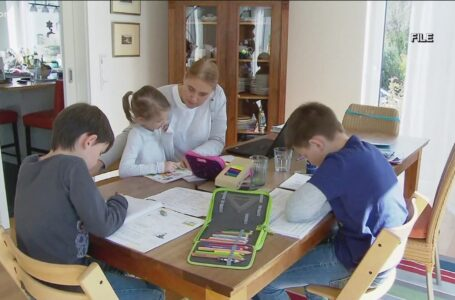 Padres están tomando las riendas de la educación de sus hijos