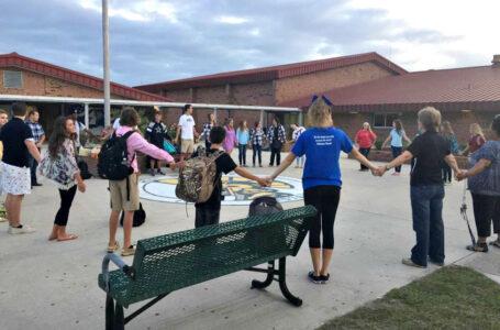 Reafirma el compromiso de proteger la libertad religiosa de estudiantes