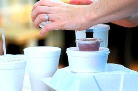 Revelan detalles de la prohibición de los plásticos en Colorado, y también una encuesta que arroja dudas sobre su popularidad