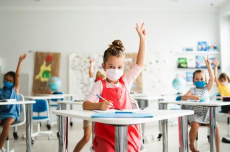 """12 superintendentes piden al departamento de salud que """"ponga fin inmediatamente a las cuarentenas escolares"""""""