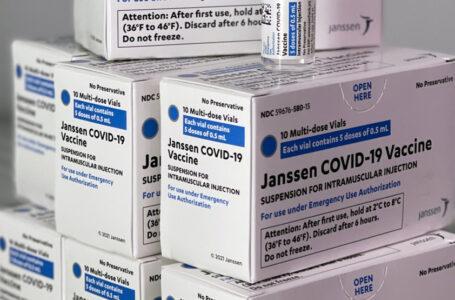 Suspenden vacuna, COVID-19 por varias reacciones adversas