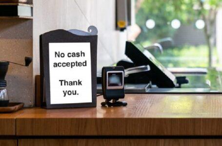 Empresas de Colorado podrían recibir multa de hasta $250 si se niegan a aceptar efectivo