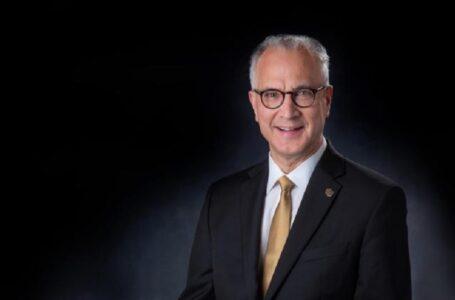 CU pagará a Mark Kennedy $1.3M en acuerdo para que deje el puesto