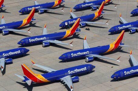 Pasajeros de Southwest Airlines se quedan en tierra en medio de un gran apagón del sistema