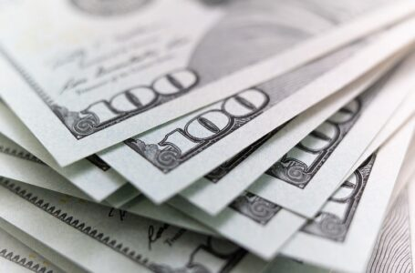 Dinero para ayudas de desempleo por pandemia puede haber sido robado, denuncia informe
