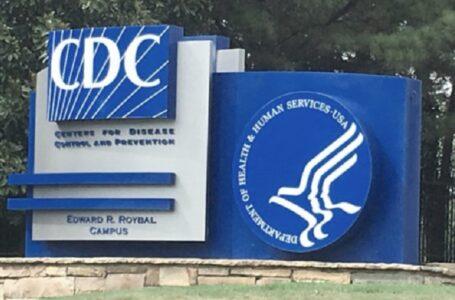 Se triplican las muertes por COVID de pacientes completamente vacunados, informan los CDC
