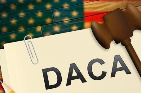Juez declara ilegal el programa DACA