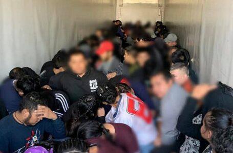 105 migrantes encontrados en un camión en la frontera