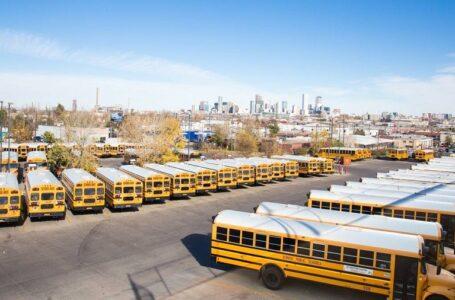 Autobuses de DPS que llegan tarde o no se presentan dejan a los padres preocupados