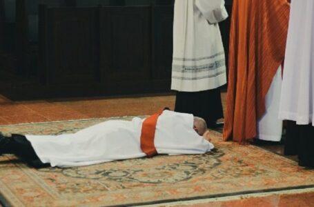 Ex obispo admite que ayudó a sacerdotes a ocultar supuestos abusos sexuales