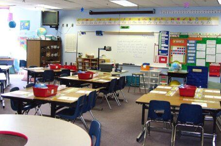 Las escuelas de Colorado siguen en la lucha por retener a los maestros